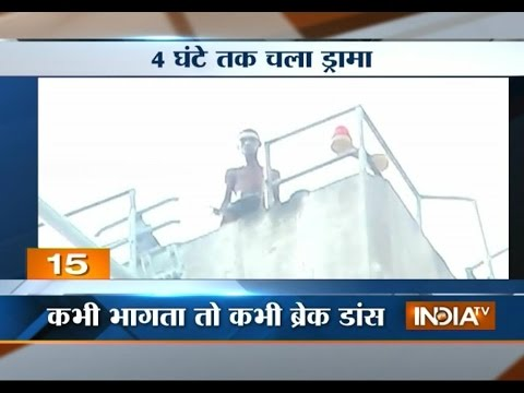 Mad man threatens police of jumping off a tower in Allahabad