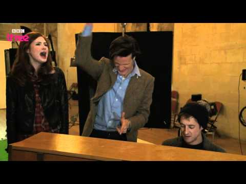 Doctor Who cast sing a Christmas carol - Doctor Who Confidential - BBC Three