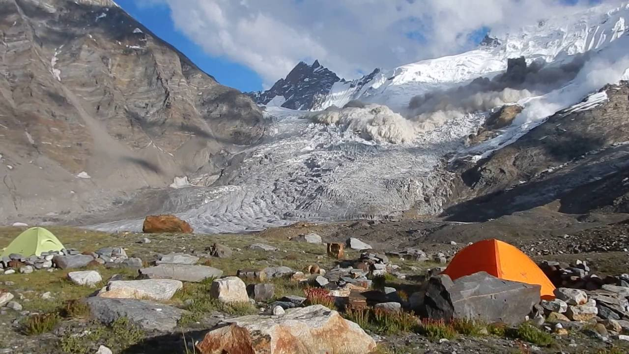[Woah! Spectacular Avalanche In Northern India Caught On Tape] Video