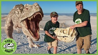Giant T-Rex Dinosaur vs Park Rangers! Pretend Play Escape Adventure with Dinosaurs Toys for Kids