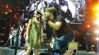 Keith Urban Video - Keith Urban young girl STEALS show at Tulsa, OK concert 8/18/2011