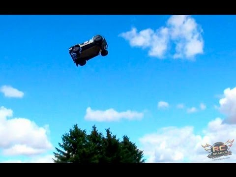 RC ADVENTURES - LOSi 5ive T (5T) 4X4 25 Foot Jumps - & REDCAT XBe