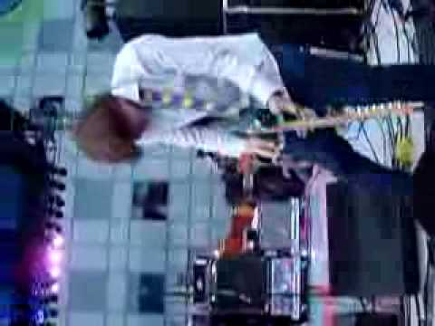 Thurston Moore of Sonic Youth crowd guitar solo