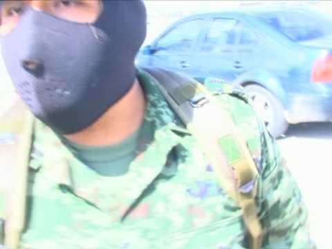 Agresion de soldados a reportero de Nuevo Laredo.mpg