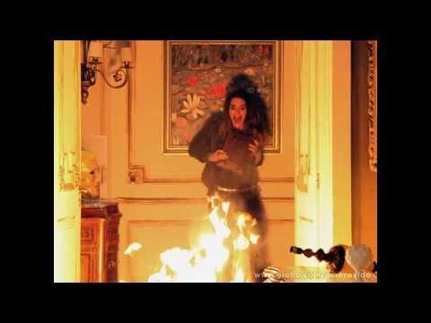 Novela Amor À Vida - Leila morre em incêndio e Thales salva Natasha