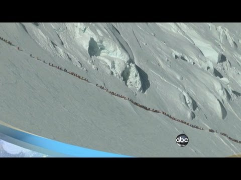 Mt. Everest Deaths: Mountain Climbers' Crowded Trail Seen in Video