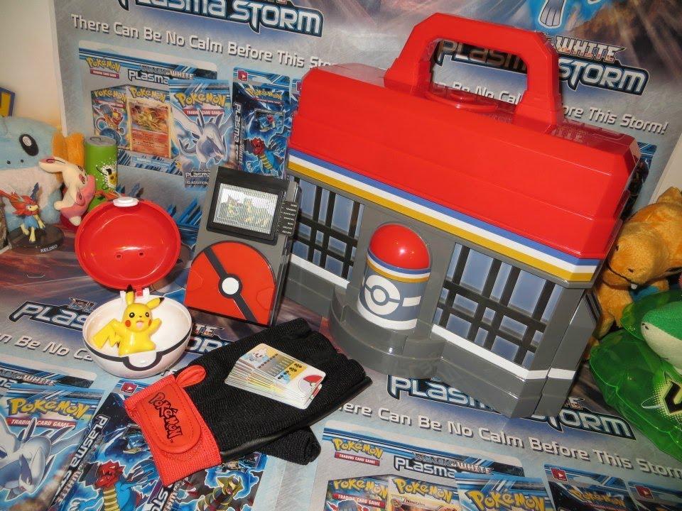 Pokedex Toys R Us : Pokémon center play n store case pokédex trainer kit