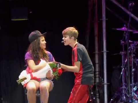 One Less Lonely Girl Argentina 12-10-11 video