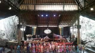 Download Lagu Live performance saung mang udjo lagu nusantara Gratis STAFABAND