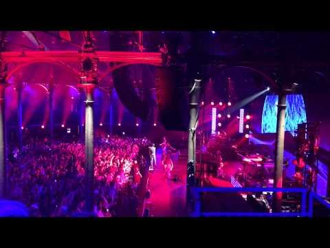 Pharrell Williams & Leon Bridges @ Apple Music Festival London 26/09/15 - 4K