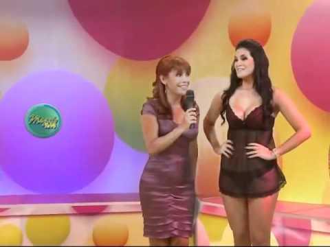 Desfile de Lenceria Caffarena Programa Magaly TV con Vanessa Tello y Gianina Lujan