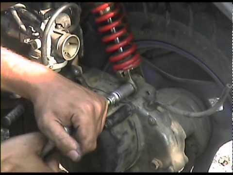 Как заменить, поменять задний амортизатор на скутере