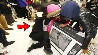 Top 5 Craziest BLACK FRIDAY MOMENTS & FAILS! (Funny Black Friday Fails Compilation)