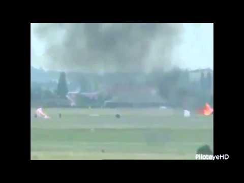 2 летчика катапультировались. Авария военного самолета.