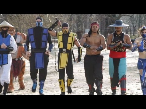 0 Mortal Kombat VS Street Fighter Flash Mob!