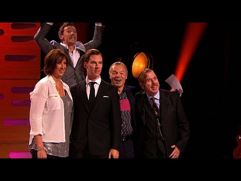Benedict Cumberbatch photobombs his waxwork - The Graham Norton Show: Series 16 Episode 5 - BBC One