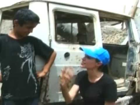 Film megastar Jolie visits Iraq refugees