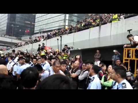 Police arresting Apple Daily boss in Hong Kong