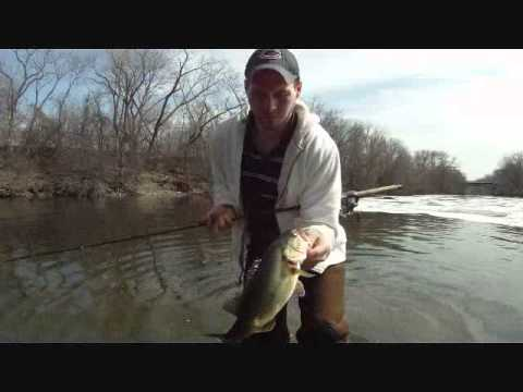 ADEPT ANGLING 2011 - Chicago River Spotted Bass Fishing with plastics/wading -