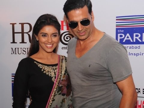 Akshay Kumar & Asin In Hyderabad For The Promotion Of 'Khiladi 786'
