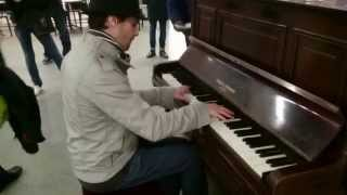 Harry Potter & Edith Piaf, La Foule piano medley - busking in the streets of London, UK