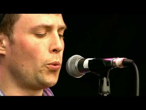 The Maccabees - Toothpaste Kisses (Glastonbury 26-6-2009)