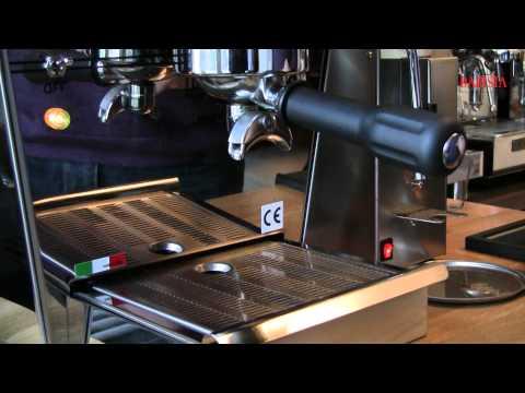 La Nuova Era Agata espresso machine & Bezzera BB005 molen