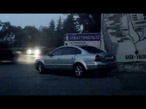 ГАИ Джанкоя служат на своём авто с полуголыми тёлками ...