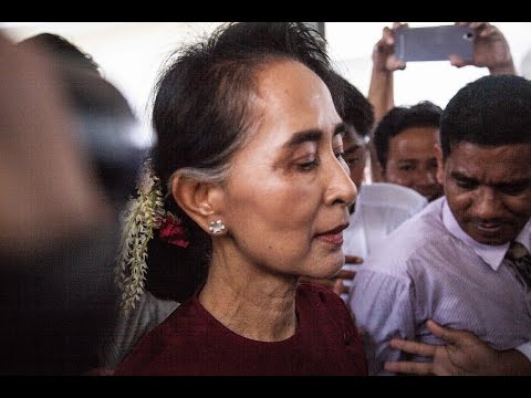 Aung San Suu Kyi signs labour pact with Thai Prime Minister Prayuth Chan-ocha