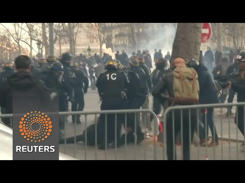 Police, protesters clash in Paris