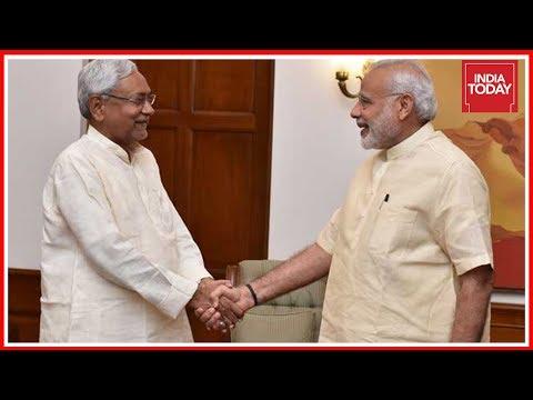 BJP Backs Nitish Kumar : End Of Grand Alliance In Bihar ? | Rajdeep Asks