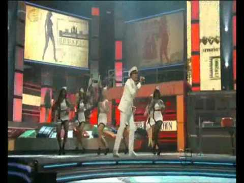 International Love (hd) - Pitbull Ft. Chris Brown - Premios Lo Nuestro 2012 (miami) video