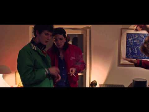 EDEN FILM OFFICIAL TEASER : Daft Punk spin 'Da Funk' (House party scene)