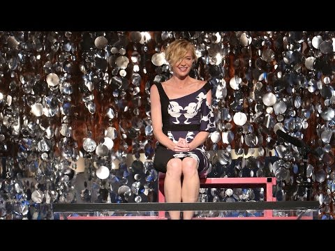 Portia de Rossi Gets Dunked!