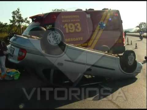 Motorista perde controle do veículo e capota na BR-050