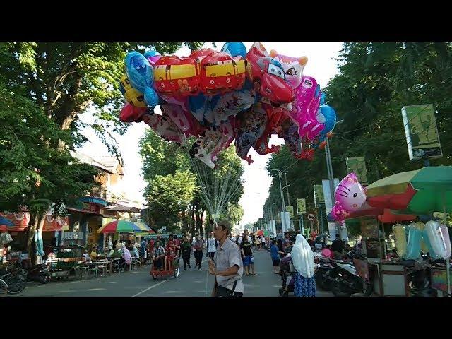 Abang Penjual Balon Karakter Tayo, UpinIpin, Kitty, Kucing, Kuda, Nemo  Cover Tayo the Little Bus