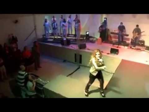 Me ama -  (A história da música em português) Mary Hellen /. CD e DVD: Tempo de Adorar