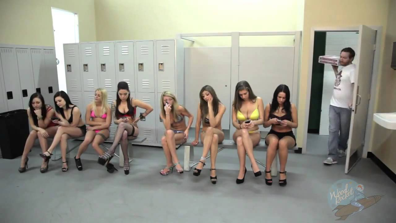 Naked women change room