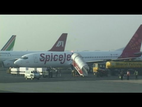 Delhi Airport Departure (Spicejet 737-800)