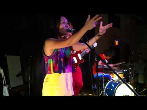 "Deerhoof ""We Do Parties"" live Breakup Song"