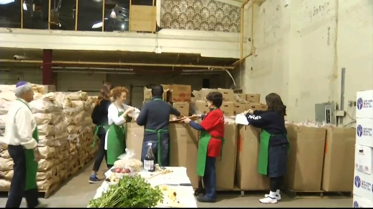 Masbia Soup Kitchen Volunteers Prepare Meals For Passover