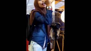 #Viral : Polis Menyanyikan Lagu Ziana Zain