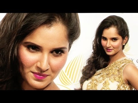 SANIA MIRZA ON THE RAMP AT INDIA BRIDAL FASHION WEEK 2013