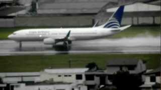 Copa Airlines Boeing 737-800 Despegue Lluvioso - Quito