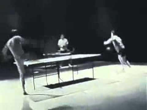 Брюс Ли играет в настольный теннис.flv