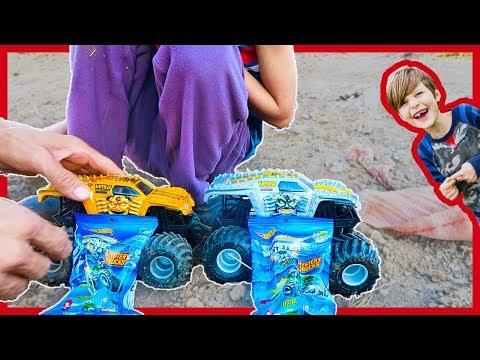 Monster Trucks Surprise Dirt Hill Adventure!