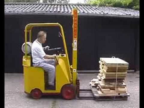 Willems 60 year old towmotor forklift youtube for Tow motor vs forklift