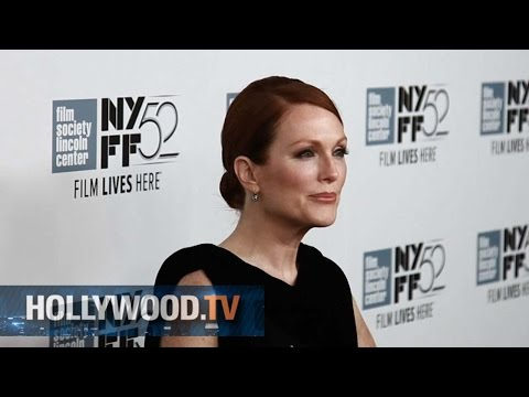 Julianne Moore on the red carpet at the NYFF - Hollywood.TV