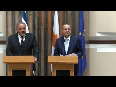 Israeli FM in Cyprus for gas talks