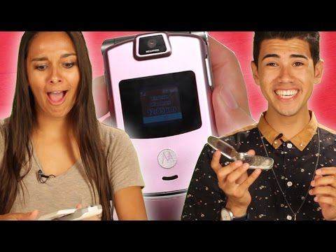 Teens Use Flip Phones For The First Time